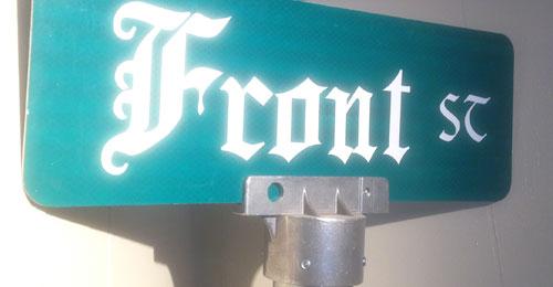 Leavenworth street sign